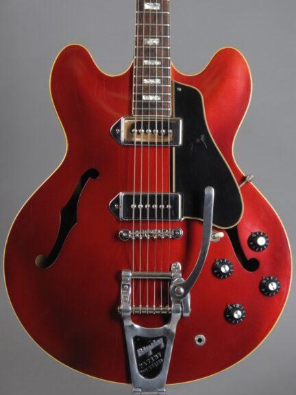 https://guitarpoint.de/app/uploads/products/1967-gibson-es-330-td-bigsby-burgundy/1967-Gibson-ES-330-Burgundy-079960-2-432x576.jpg