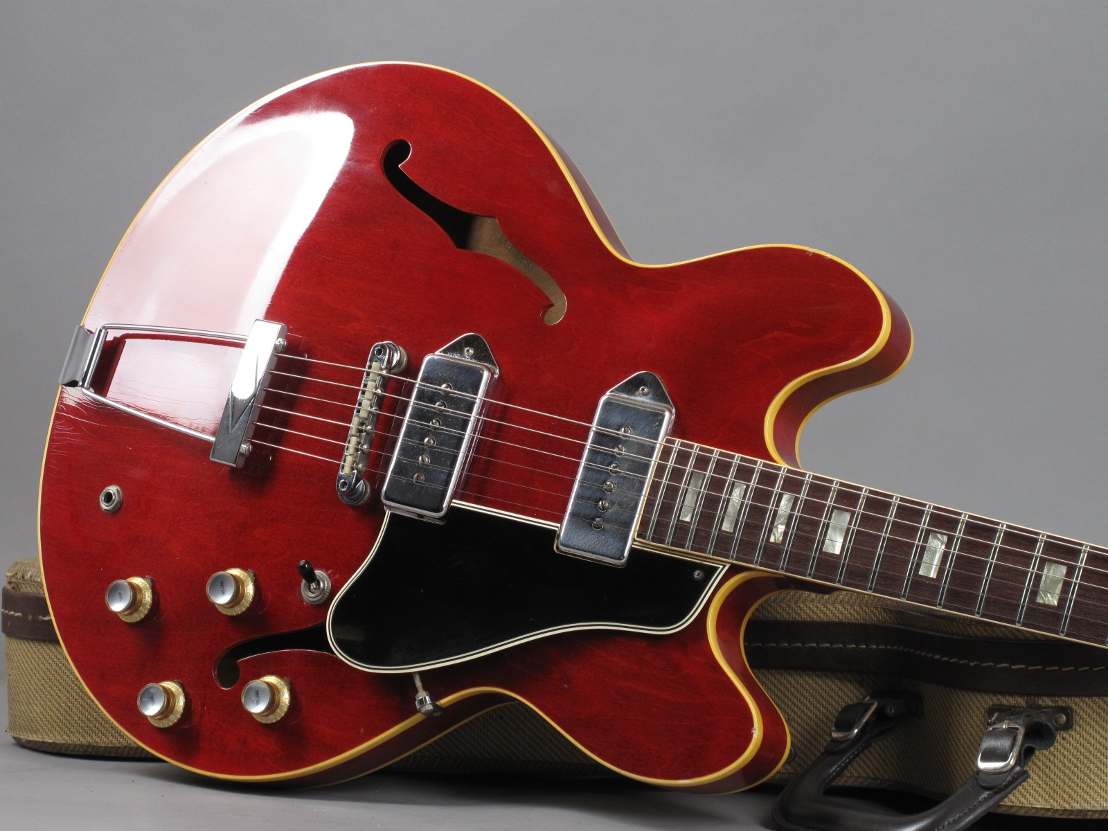https://guitarpoint.de/app/uploads/products/1967-gibson-es-330td-cherry/1967-Gibson-ES-330TD-Cherry-330086_19.jpg