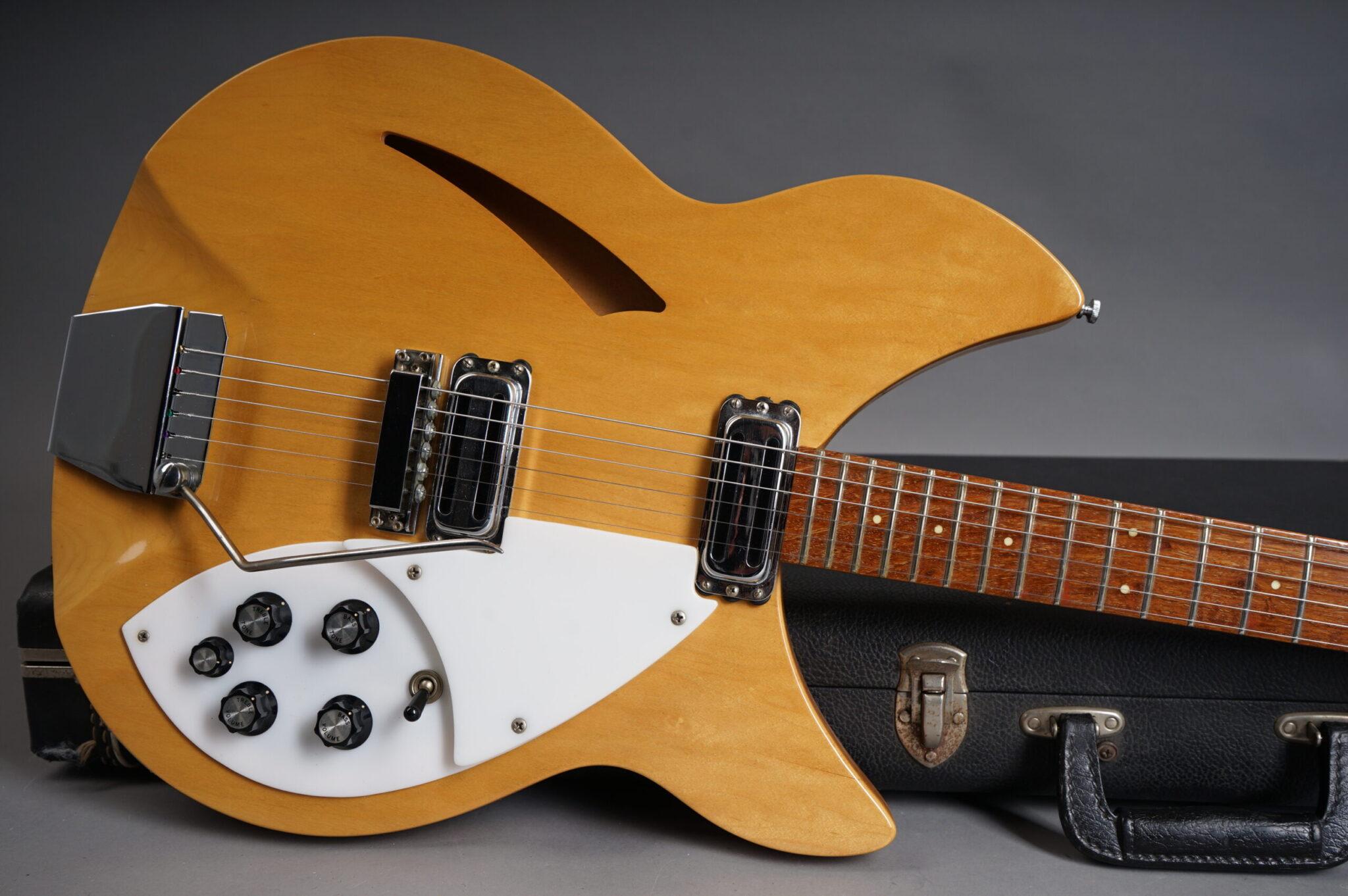https://guitarpoint.de/app/uploads/products/1967-rickenbacker-335-mapleglo/1967-Rickenbacker-335-Mapleglo-GE2492-8-scaled-2048x1362.jpg
