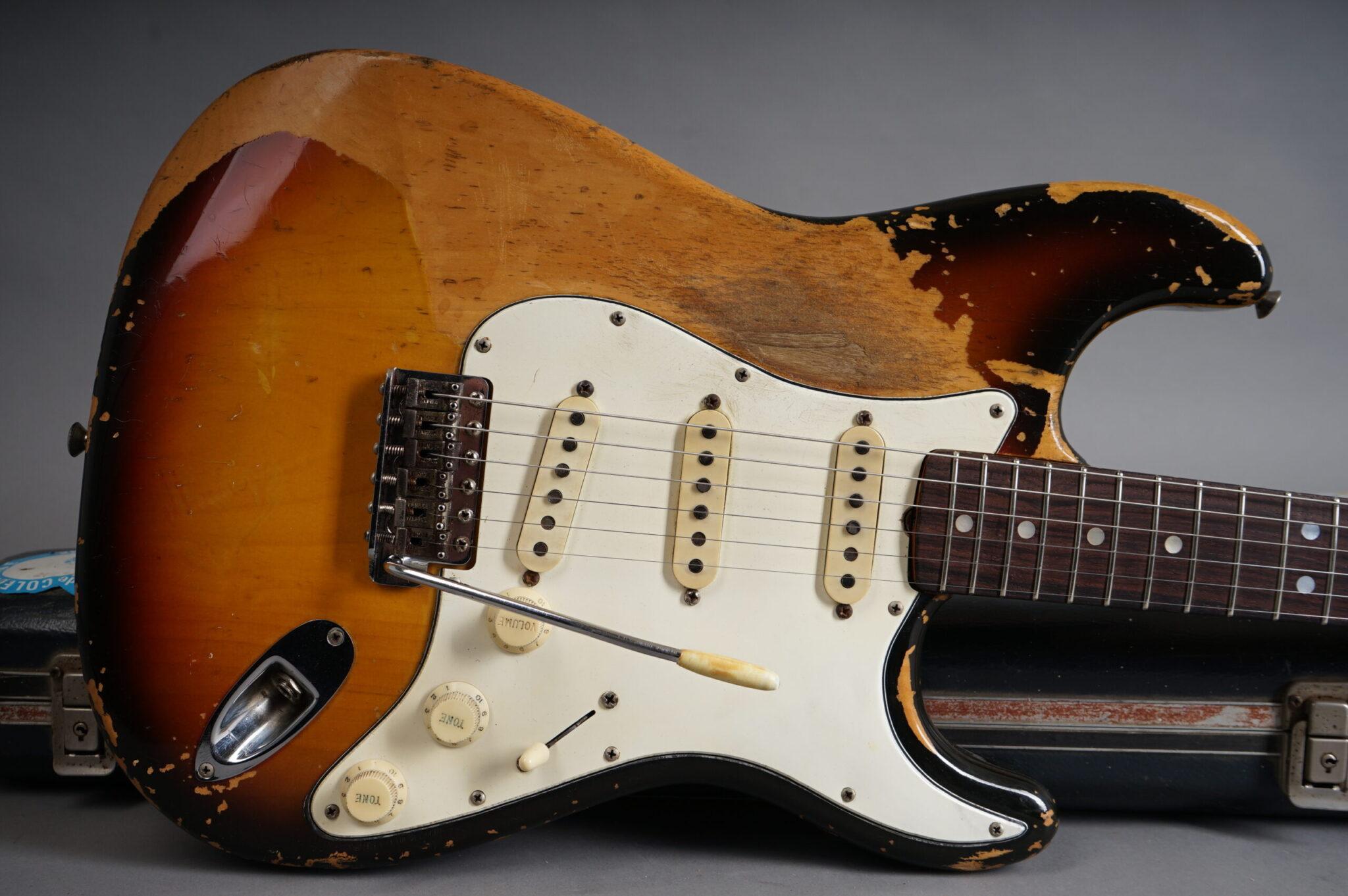 https://guitarpoint.de/app/uploads/products/1968-fender-stratocaster-sunburst-2/1968-Fender-Stratocaster-Sunburst-221095-10-scaled-2048x1362.jpg