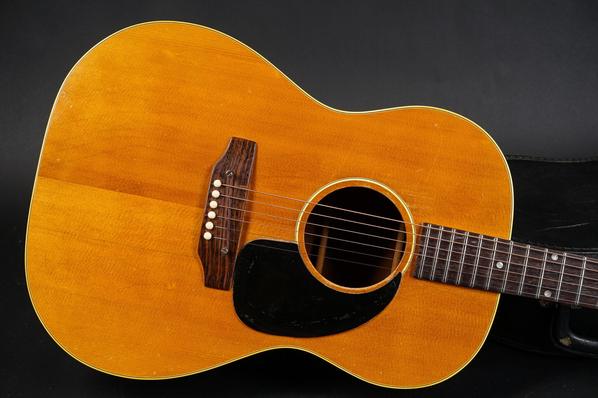 https://guitarpoint.de/app/uploads/products/1968-gibson-b-25n-natural-2/1970-Gibson-B25-962597-8-2048x1366.jpg