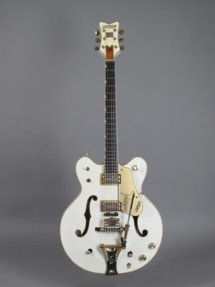 https://guitarpoint.de/app/uploads/products/1968-gretsch-white-falcon/1968-Gretsch-White-Falcon-8919-1-432x576.jpg