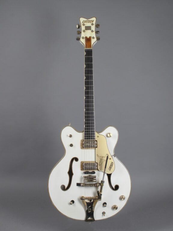 https://guitarpoint.de/app/uploads/products/1968-gretsch-white-falcon/1968-Gretsch-White-Falcon-8919-1-576x768.jpg