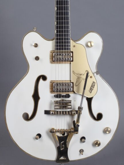 https://guitarpoint.de/app/uploads/products/1968-gretsch-white-falcon/1968-Gretsch-White-Falcon-8919-2-432x576.jpg
