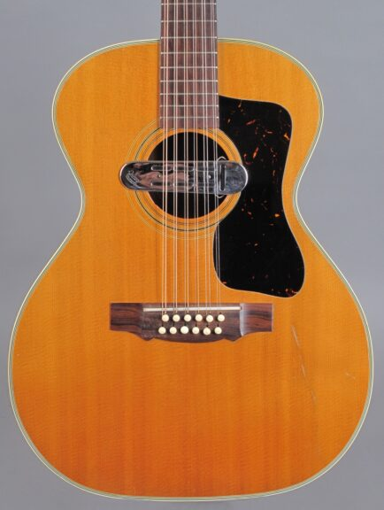 https://guitarpoint.de/app/uploads/products/1968-guild-f-212-12-string-natural/1968-Guild-F-212-Natural-AN1970-2-434x576.jpg