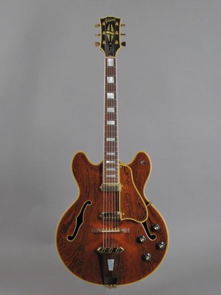 https://guitarpoint.de/app/uploads/products/1969-gibson-crest-gold/1968-Gibson-Crest-Rosewood-911571_1-432x576.jpg