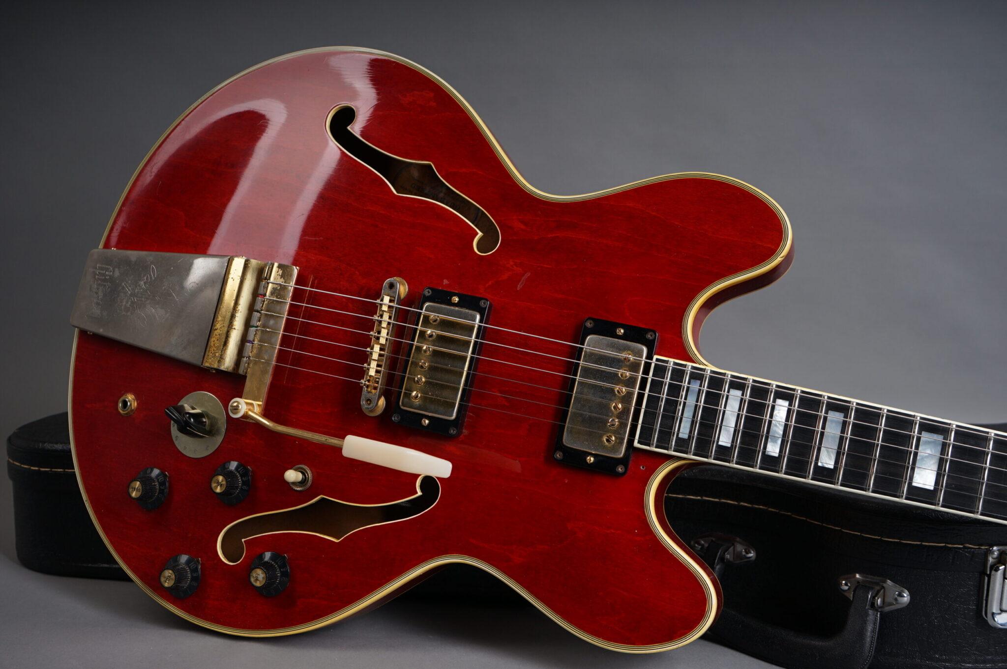 https://guitarpoint.de/app/uploads/products/1969-gibson-es-355-tdsv-cherry/1969-gibson-es355-875589-8-scaled-2048x1362.jpg