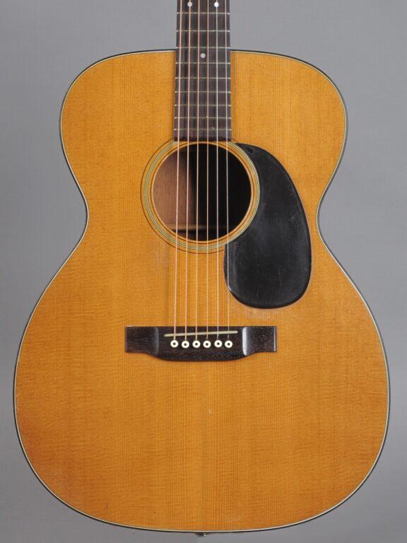 https://guitarpoint.de/app/uploads/products/1969-martin-000-18-natural/1969-Martin-000-18-Natural-252425-2-576x768.jpg