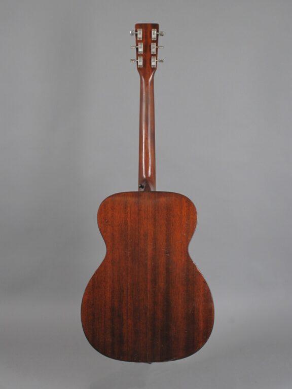 https://guitarpoint.de/app/uploads/products/1969-martin-000-18-natural/1969-Martin-000-18-Natural-252425-3-576x768.jpg