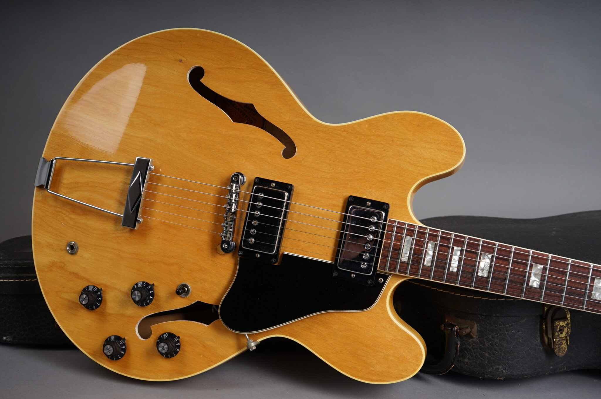 https://guitarpoint.de/app/uploads/products/1970-gibson-es-340td-natural/1970-Gibson-ES340TDN-953980-7-1-scaled-2048x1362.jpg