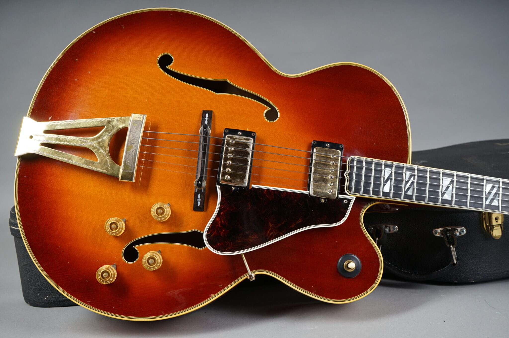 https://guitarpoint.de/app/uploads/products/1970-gibson-super-400-ces-963189/1969-Gibson-Super-400-CES-963189-10-scaled-2048x1362.jpg