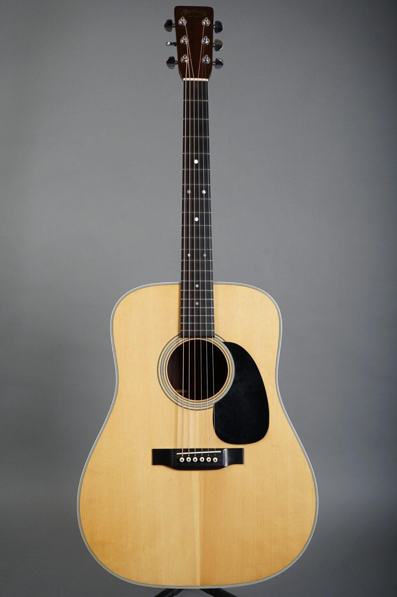 https://guitarpoint.de/app/uploads/products/1970-martin-d-28-natural/1970-Martin-D28-270913-1-scaled-1362x2048.jpg