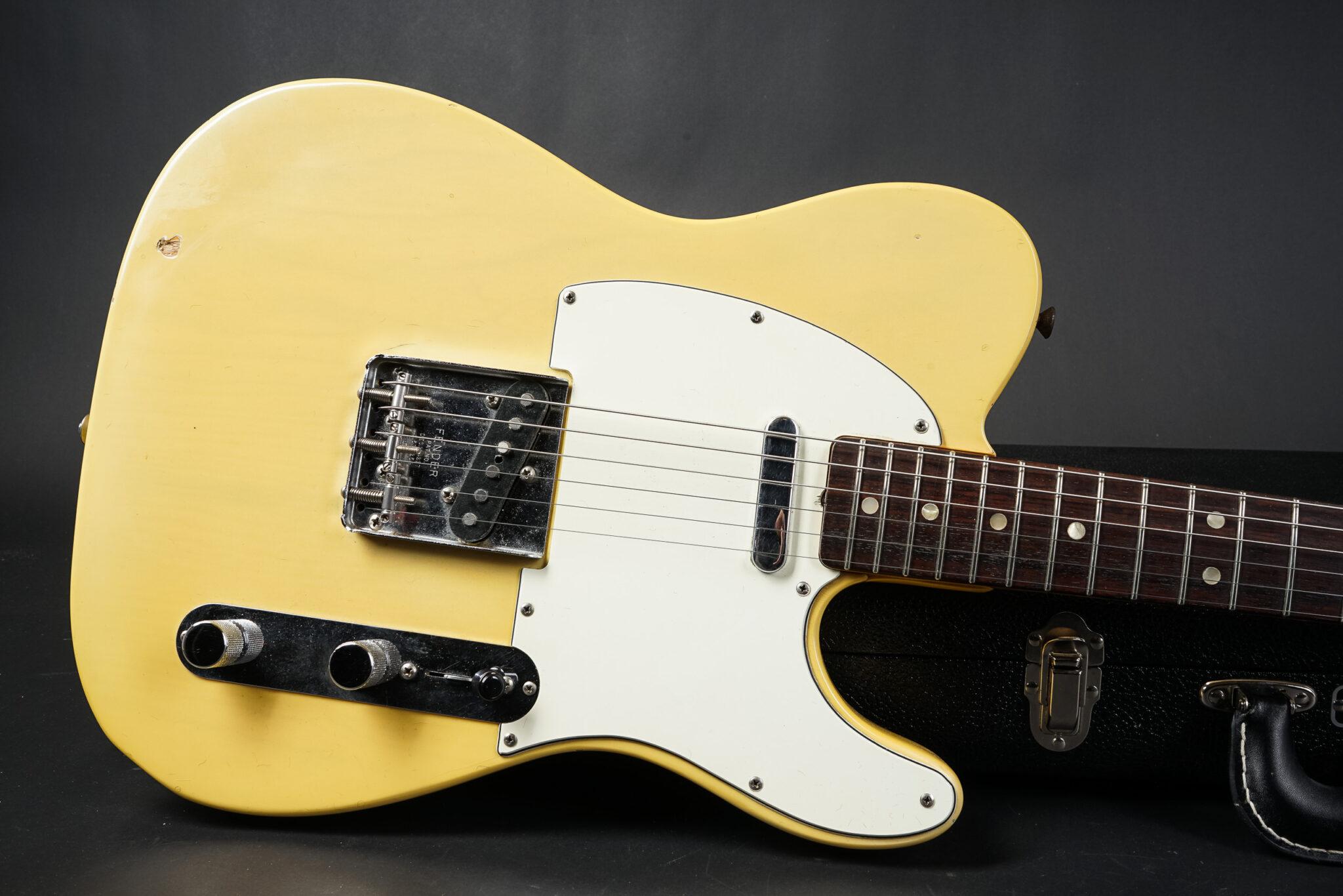 https://guitarpoint.de/app/uploads/products/1971-fender-telecaster-blond-5/1971-Fender-Telecaster-327219-Blond-9-2048x1366.jpg