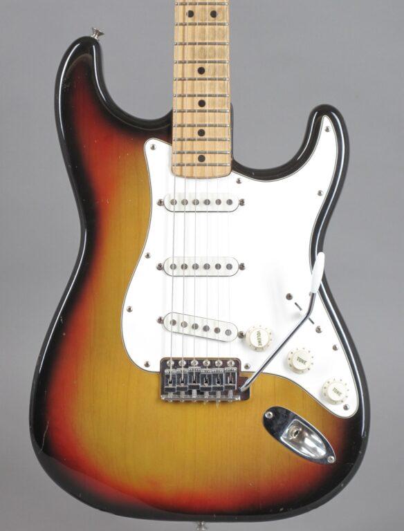 https://guitarpoint.de/app/uploads/products/1972-fender-stratocaster-sunburst-2/1972-Fender-Stratocaster-3-tone-Sunburst-NoSerial_2-584x768.jpg