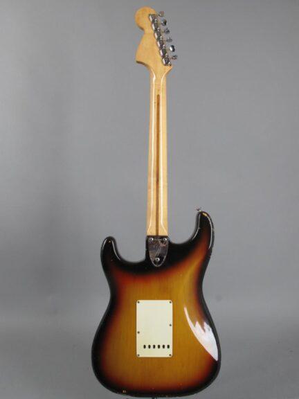 https://guitarpoint.de/app/uploads/products/1972-fender-stratocaster-sunburst/1972-Fender-Stratocaster-3TS-353898-6-432x576.jpg
