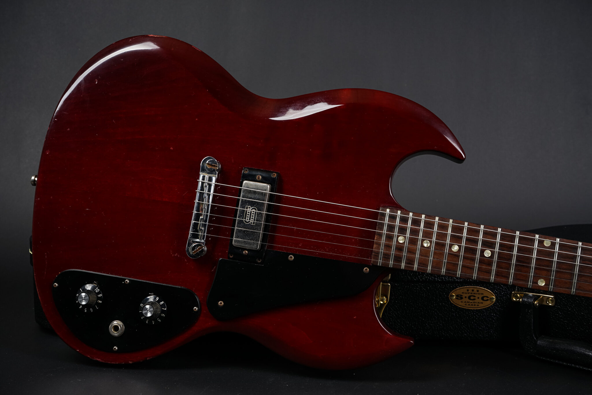 https://guitarpoint.de/app/uploads/products/1972-gibson-sg-1-cherry/1972-Gibson-SG-1-691524-8-2048x1366.jpg
