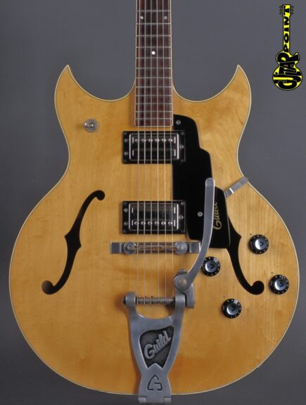 https://guitarpoint.de/app/uploads/products/1972-guild-studio-st-303-blond-rare/Guild72ST303Bld62008_2-435x576.jpg
