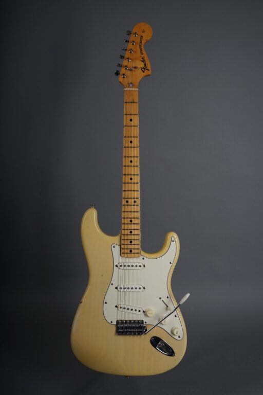 https://guitarpoint.de/app/uploads/products/1973-fender-stratocaster-blond/1973-Fender-Stratocaster-Blond-421803-1-scaled-512x768.jpg