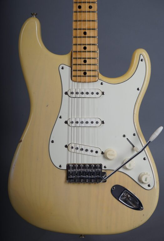 https://guitarpoint.de/app/uploads/products/1973-fender-stratocaster-blond/1973-Fender-Stratocaster-Blond-421803-2-1-scaled-524x768.jpg