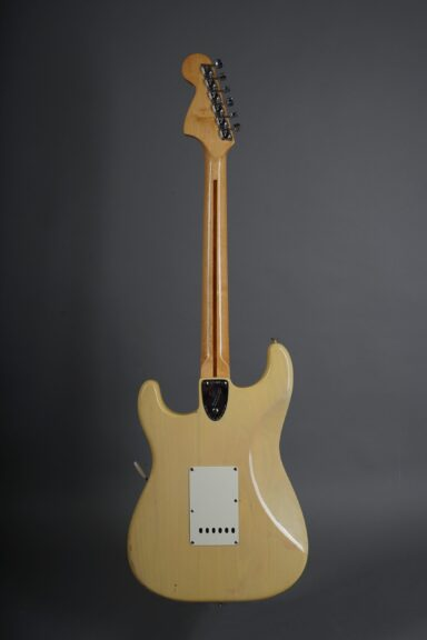 https://guitarpoint.de/app/uploads/products/1973-fender-stratocaster-blond/1973-Fender-Stratocaster-Blond-421803-3-scaled-384x576.jpg
