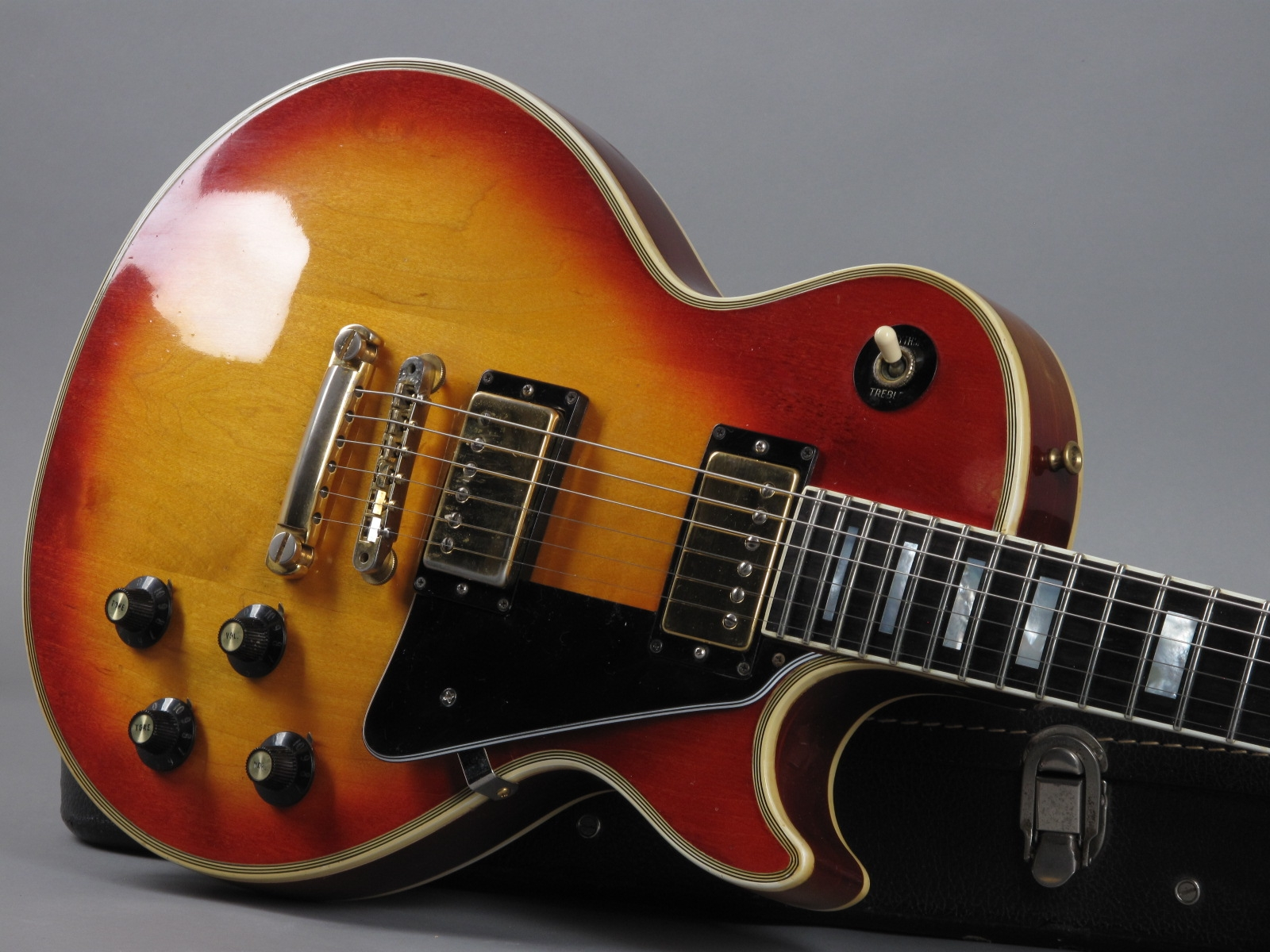 https://guitarpoint.de/app/uploads/products/1973-gibson-les-paul-custom-cherry-sunburst-5/1973-Gibson-Les-Paul-Custom-Cherry-Sunburst-417215_19.jpg