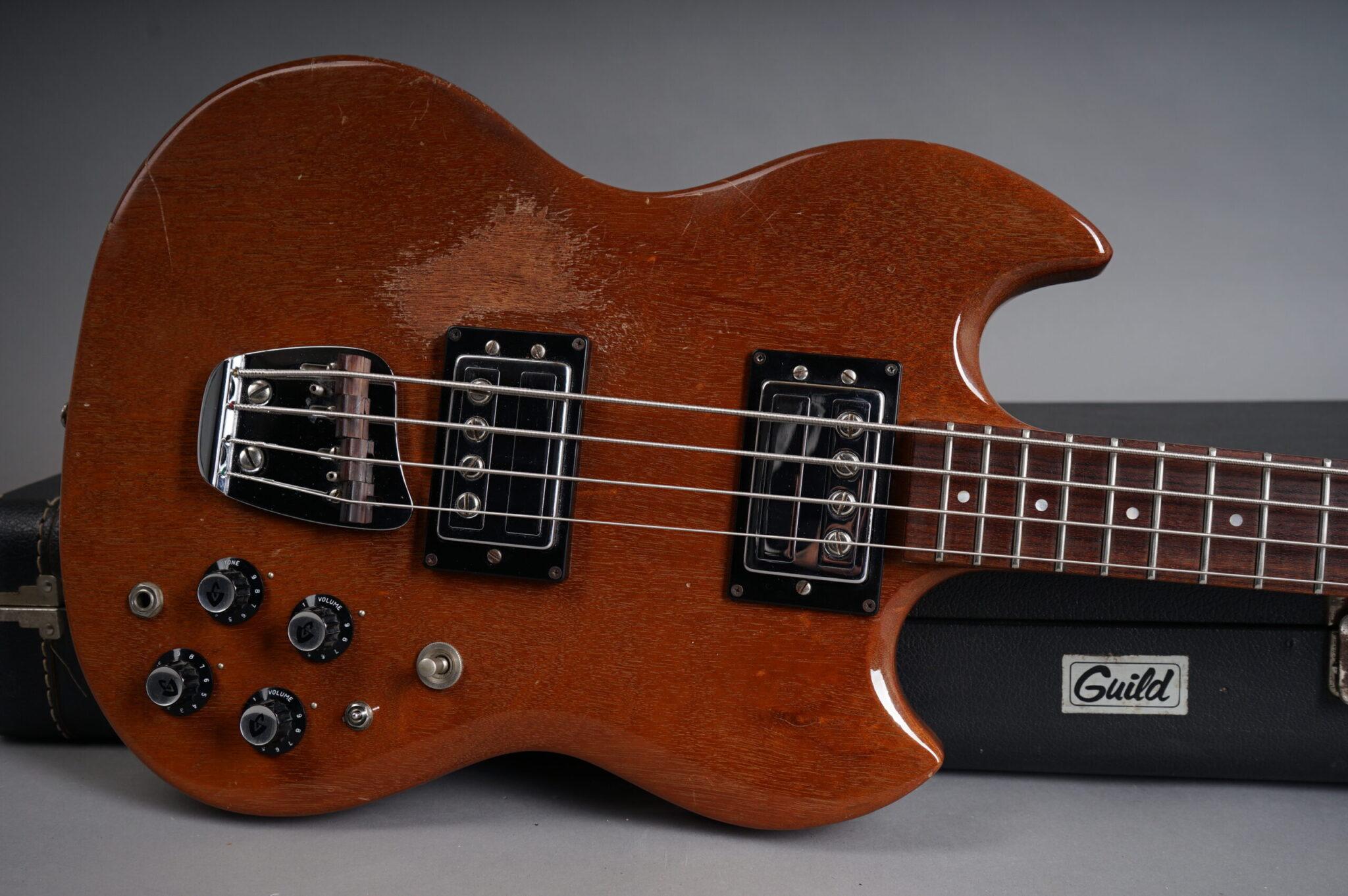 https://guitarpoint.de/app/uploads/products/1973-guild-jet-star-js-ii-bass-cherry/DSC07838-scaled-2048x1362.jpg