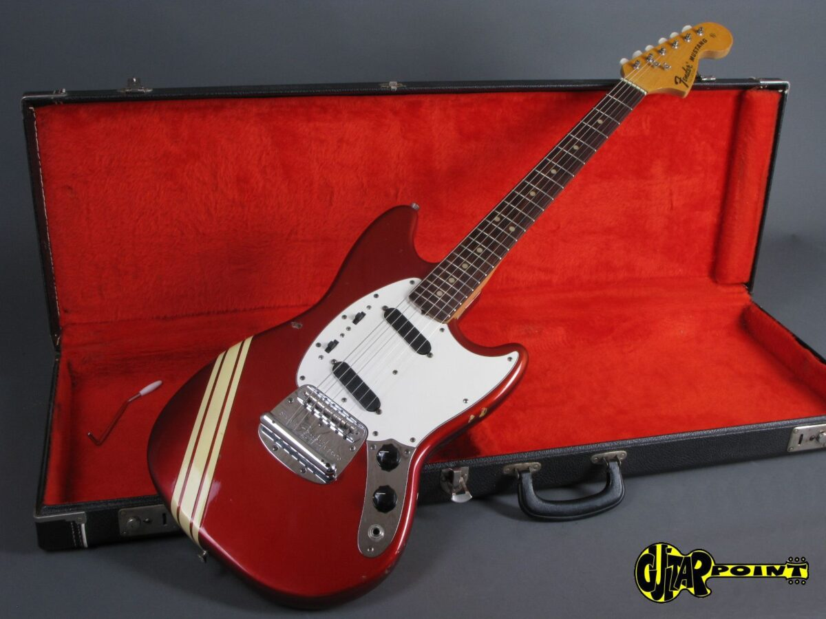 https://guitarpoint.de/app/uploads/products/1974-fender-mustang-competition-candy-apple-red/Fender74MustCAR542260_17-1200x900.jpg