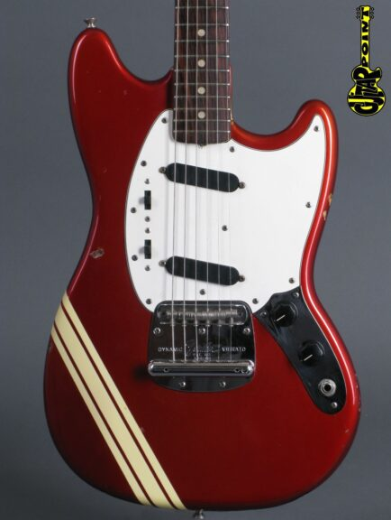 https://guitarpoint.de/app/uploads/products/1974-fender-mustang-competition-candy-apple-red/Fender74MustCAR542260_2-434x576.jpg
