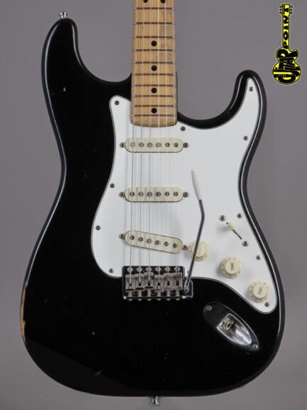 https://guitarpoint.de/app/uploads/products/1974-fender-stratocaster-black-4/Vi74FeStrBlkMN533540_2-432x576.jpg