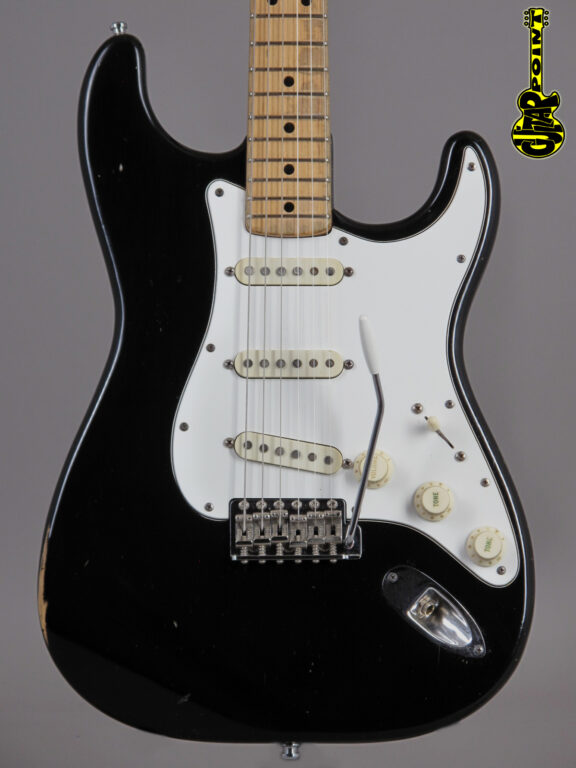 https://guitarpoint.de/app/uploads/products/1974-fender-stratocaster-black-4/Vi74FeStrBlkMN533540_2-576x768.jpg