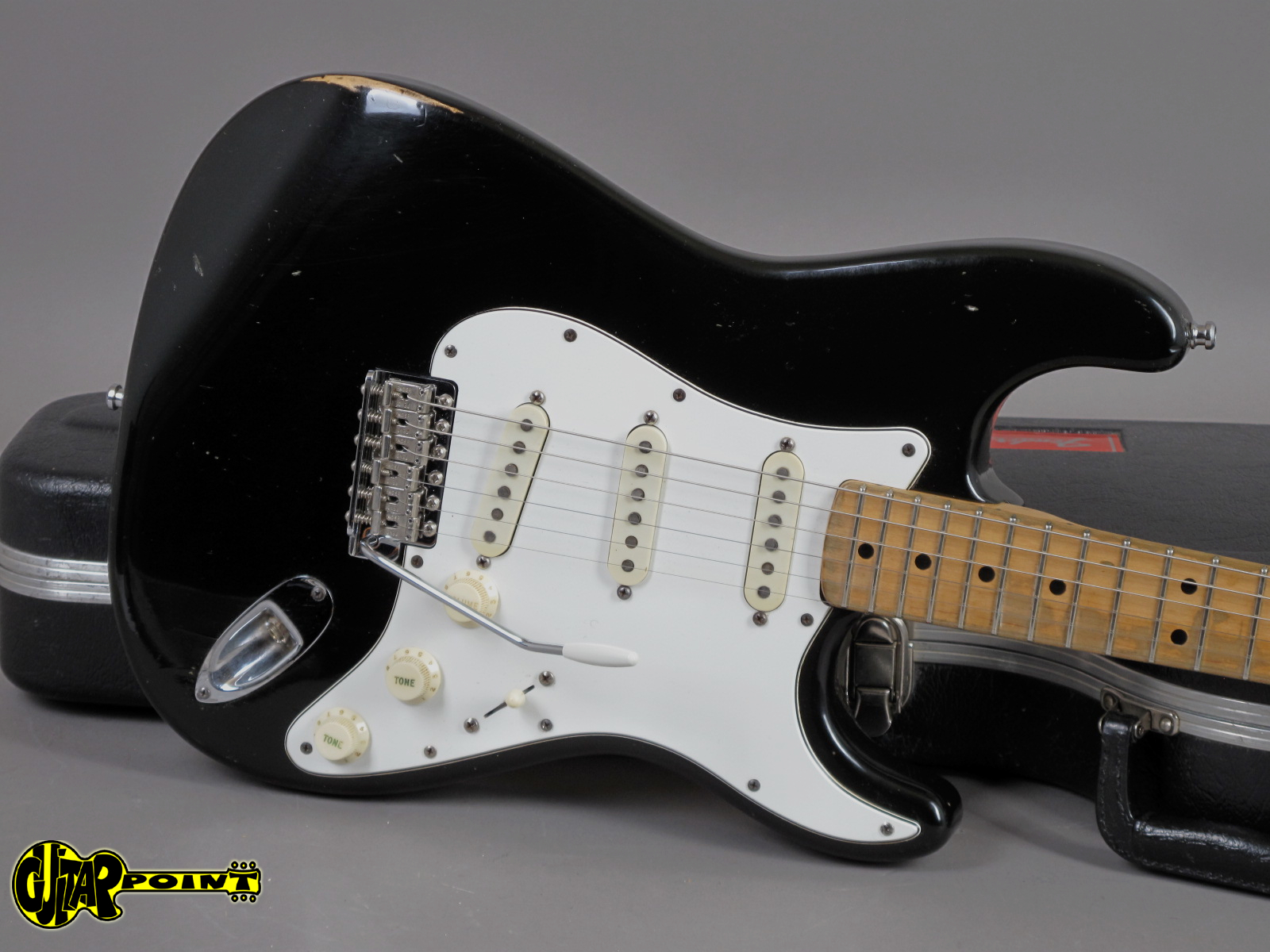 https://guitarpoint.de/app/uploads/products/1974-fender-stratocaster-black-4/Vi74FeStrBlkMN533540_20.jpg