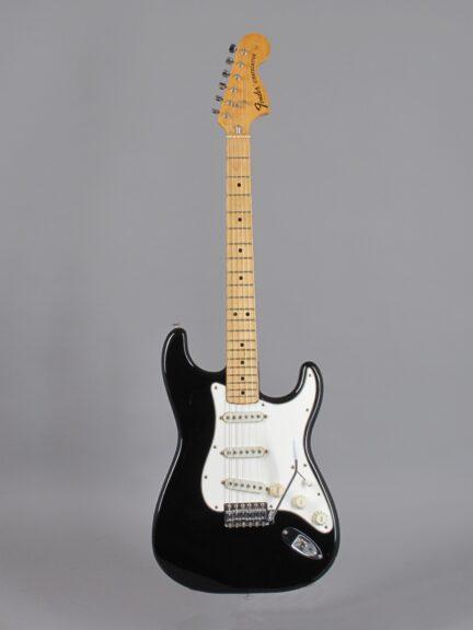 https://guitarpoint.de/app/uploads/products/1974-fender-stratocaster-black-6/1975-Fender-Stratocaster-Black-575011_1-432x576.jpg
