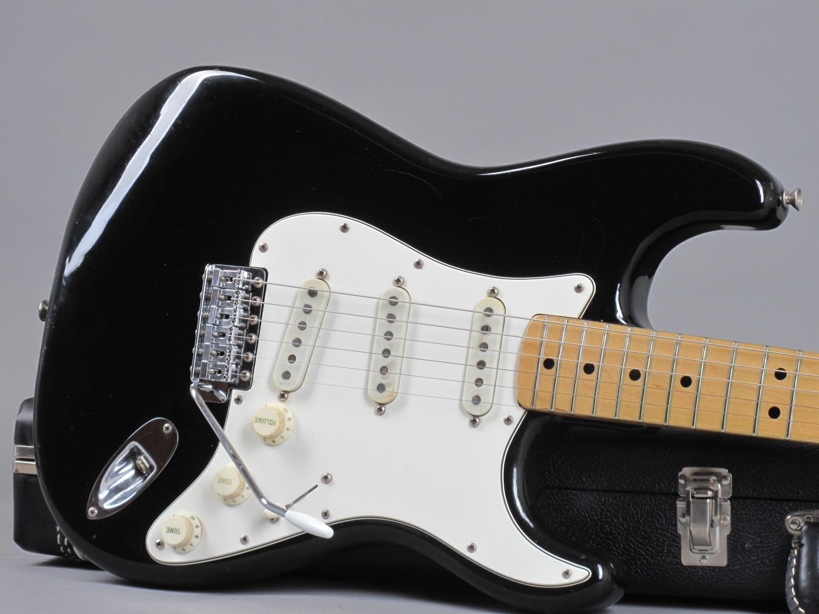 https://guitarpoint.de/app/uploads/products/1974-fender-stratocaster-black-6/1975-Fender-Stratocaster-Black-575011_19.jpg