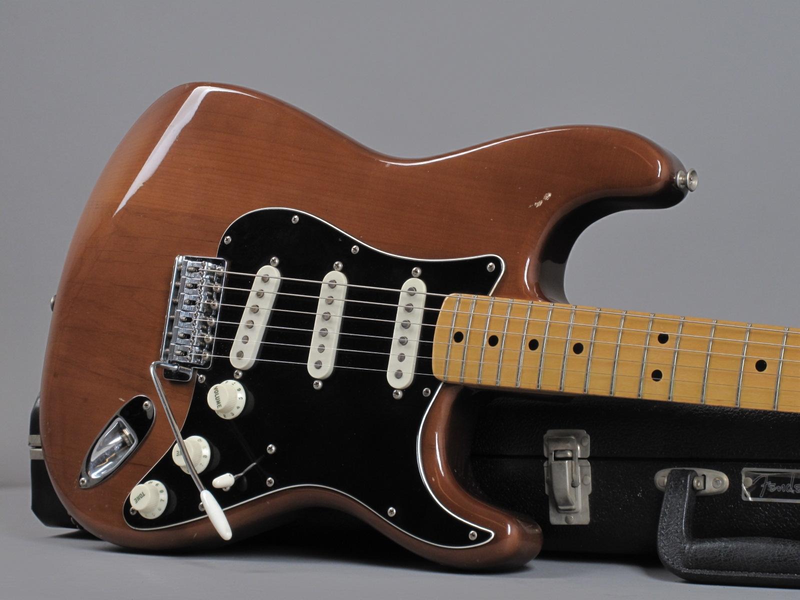 https://guitarpoint.de/app/uploads/products/1974-fender-stratocaster-mocha-3/1974-Fender-Stratocaster-Mocha-580048_19.jpg