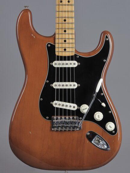 https://guitarpoint.de/app/uploads/products/1974-fender-stratocaster-mocha-3/1974-Fender-Stratocaster-Mocha-580048_2-432x576.jpg