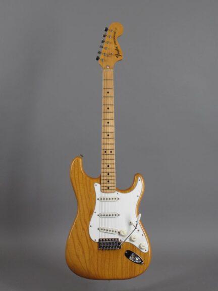https://guitarpoint.de/app/uploads/products/1974-fender-stratocaster-natural-2/1974-Fender-Stratocaster-Natural-522630_1-432x576.jpg