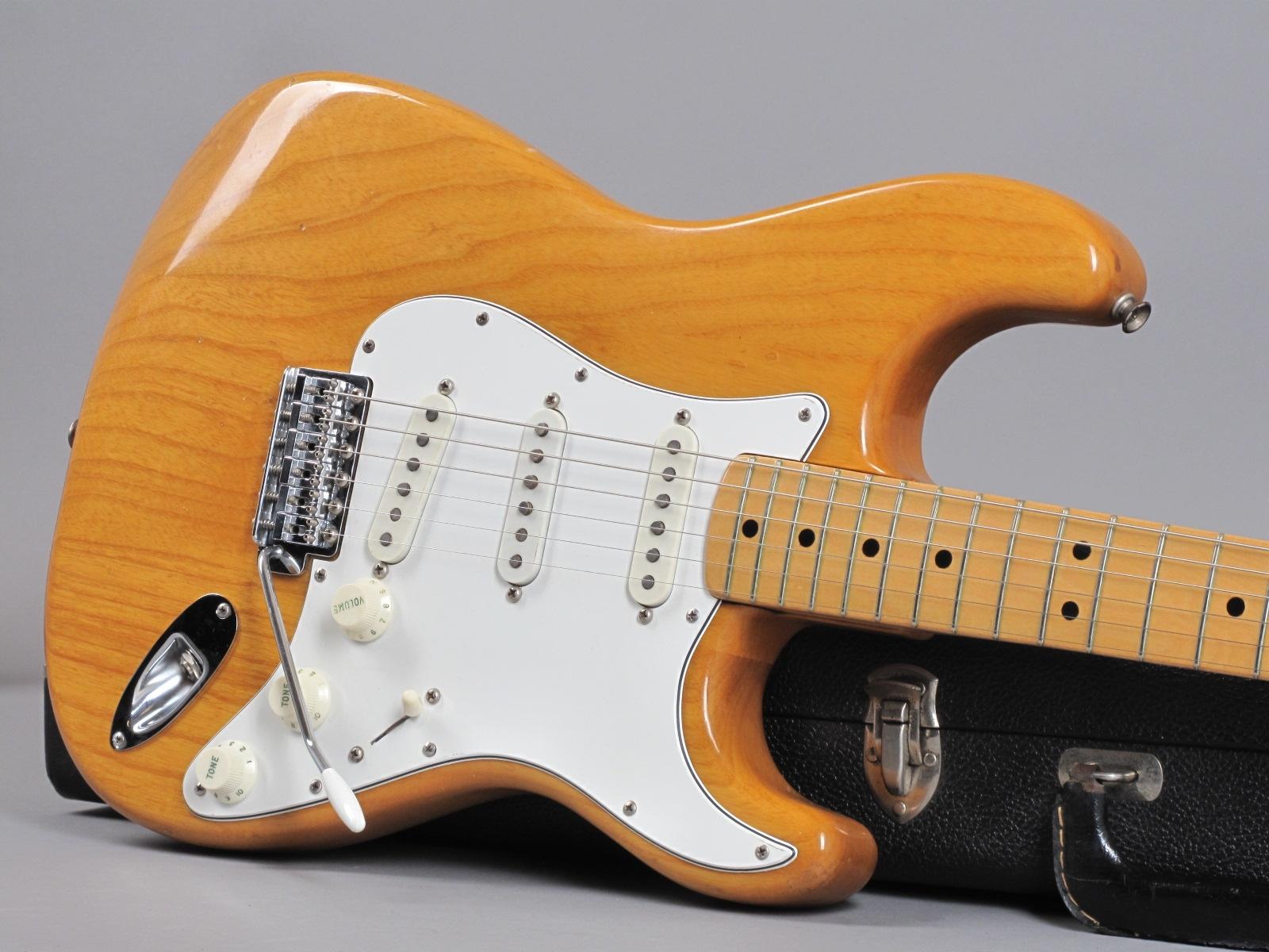 https://guitarpoint.de/app/uploads/products/1974-fender-stratocaster-natural-2/1974-Fender-Stratocaster-Natural-522630_19.jpg