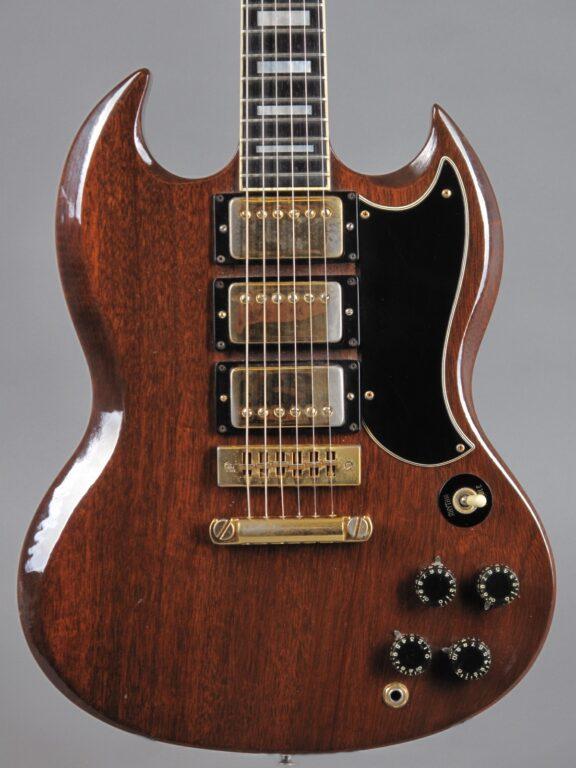 https://guitarpoint.de/app/uploads/products/1974-gibson-sg-custom-cherry/1974-Gibson-SG-Custom-WalNut-395115-2-576x768.jpg