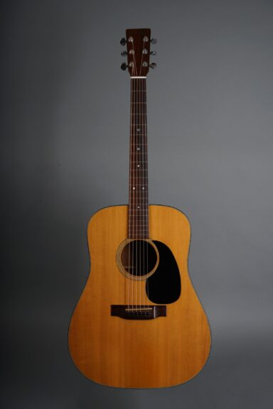 https://guitarpoint.de/app/uploads/products/1974-martin-d-18-natural/1974-Martin-D-18-Natural-345821-1-min-scaled-384x576.jpg
