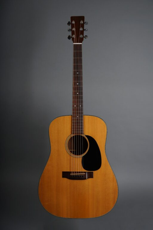 https://guitarpoint.de/app/uploads/products/1974-martin-d-18-natural/1974-Martin-D-18-Natural-345821-1-min-scaled-512x768.jpg