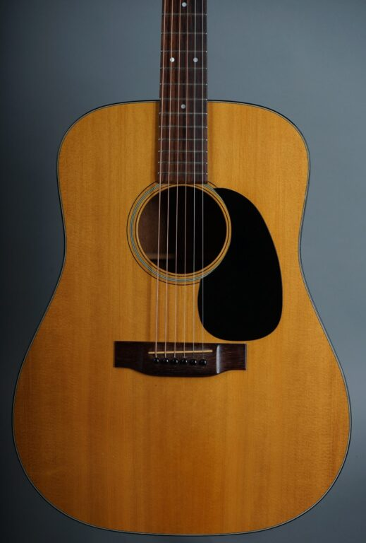 https://guitarpoint.de/app/uploads/products/1974-martin-d-18-natural/1974-Martin-D-18-Natural-345821-2-min-scaled-519x768.jpg