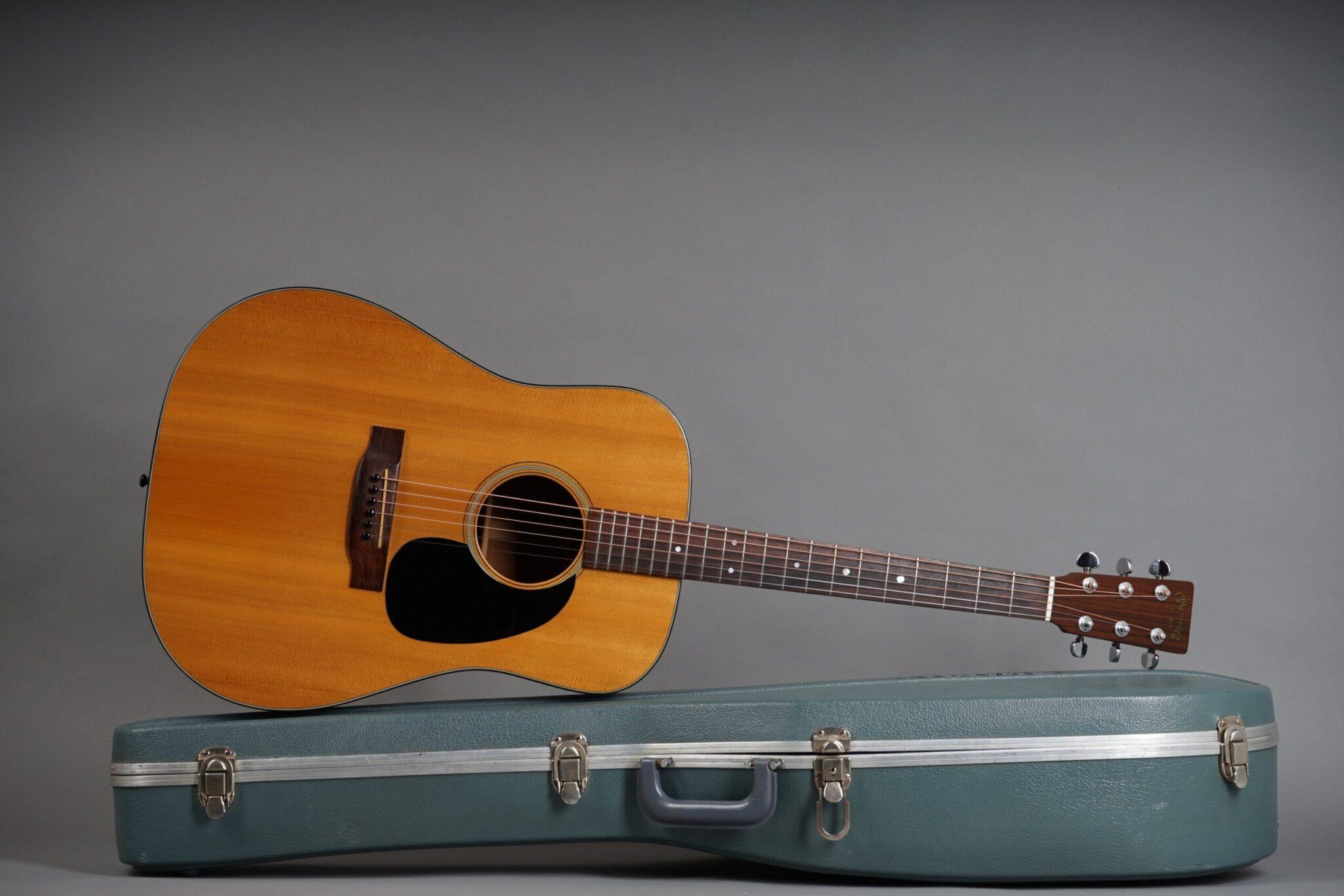 https://guitarpoint.de/app/uploads/products/1974-martin-d-18-natural/1974-Martin-D-18-Natural-345821-20-min-scaled-2048x1366.jpg