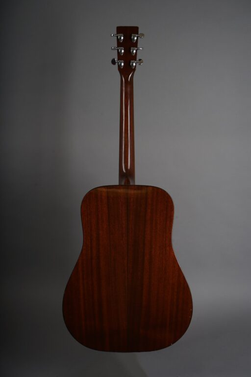 https://guitarpoint.de/app/uploads/products/1974-martin-d-18-natural/1974-Martin-D-18-Natural-345821-3-min-scaled-512x768.jpg