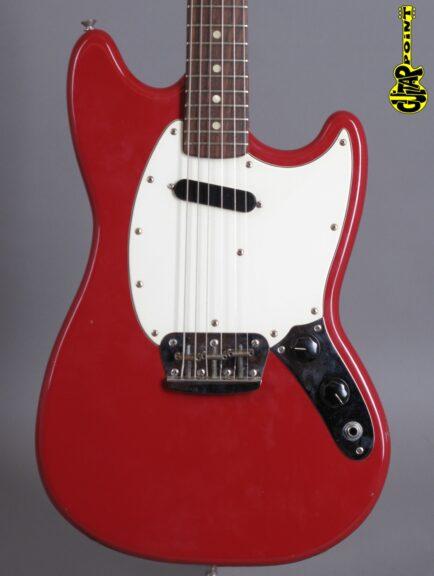 https://guitarpoint.de/app/uploads/products/1975-fender-musicmaster-red-excellent/Fender75MuMaRed616000_2-434x576.jpg