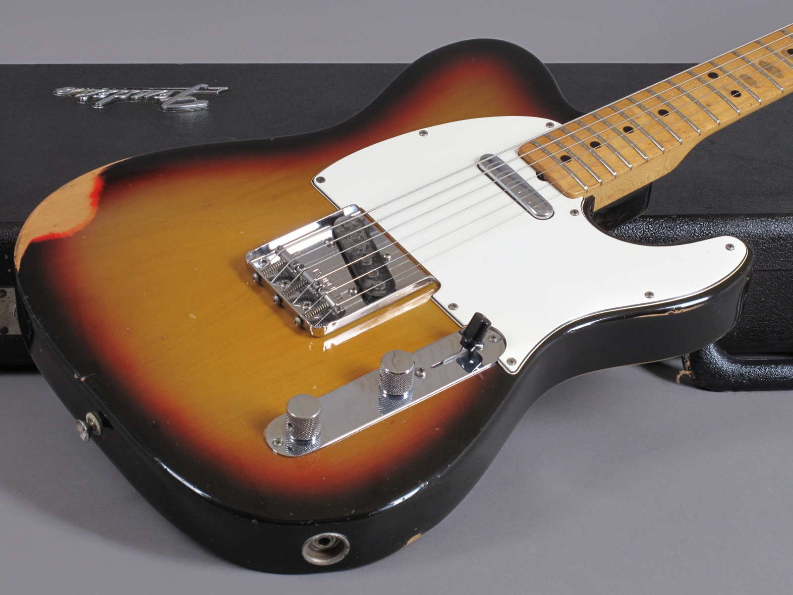 https://guitarpoint.de/app/uploads/products/1975-fender-telecaster-sunburst-light-74-specs/Fender75Tele3tSB649917_17.jpg