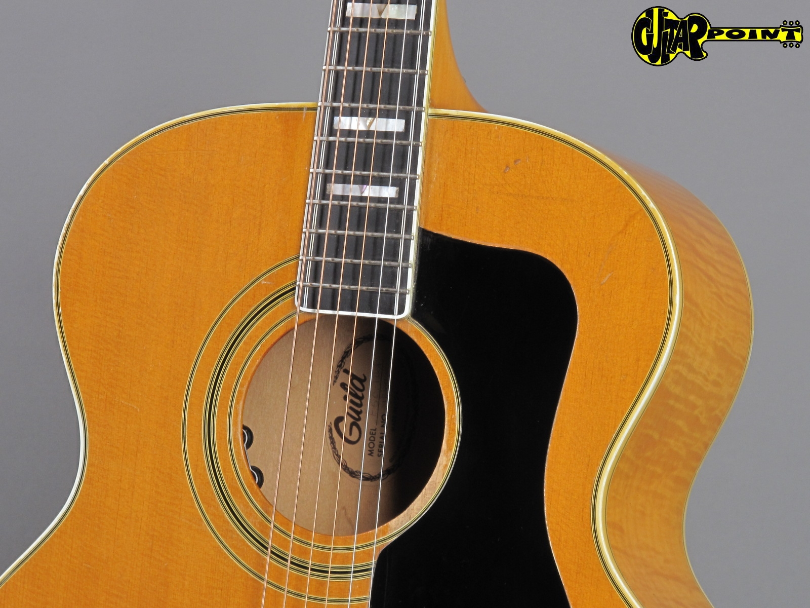 https://guitarpoint.de/app/uploads/products/1975-guild-navarre-f-50-natural-made-in-usa/Guild75F50NT128904_5.jpg