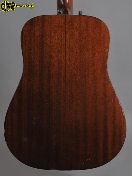 https://guitarpoint.de/app/uploads/products/1975-martin-d-18-d-natural-rare/Martin75D18D360543_3-432x576.jpg