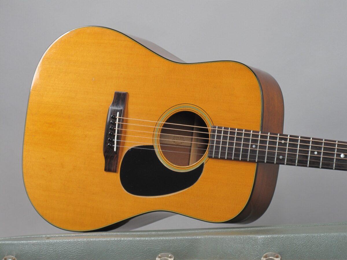 https://guitarpoint.de/app/uploads/products/1975-martin-d-18-natural-2/1975-Martin-D-18-Natural-354144_19-1200x900.jpg
