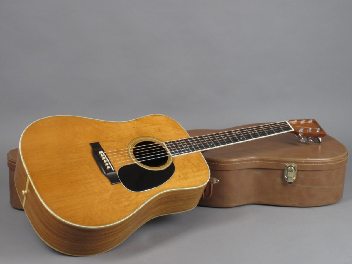 https://guitarpoint.de/app/uploads/products/1975-martin-d-35-natural-3/1975-Martin-D-35-Natural-356582-16-1200x900.jpg