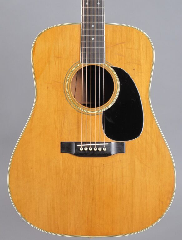 https://guitarpoint.de/app/uploads/products/1975-martin-d-35-natural-3/1975-Martin-D-35-Natural-356582-2-583x768.jpg}